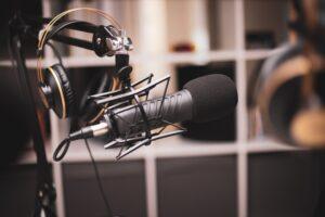 Podcastgæst mikrofon
